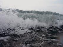 Aqua χτενών με τους παφλασμούς Στοκ φωτογραφία με δικαίωμα ελεύθερης χρήσης