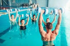 Aqua aerobiki, zdrowy styl życia, wodny sport Fotografia Royalty Free