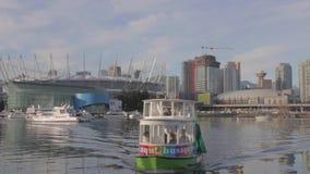 Aqua autobusu zbliżać się - tła miejsce Vancouver i śródmieście BC zbiory