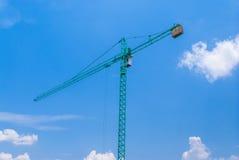 Aqua Crane mit Kabine und konkretem Gegengewicht lizenzfreies stockbild