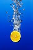 Aqua e limone immagine stock