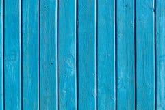 Aqua kleurde houten poort met ijzerstrepen stock afbeelding