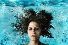 Aqua-Mädchen Unterwasser Stockbild