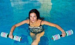 aquaaerobic女孩 免版税库存照片