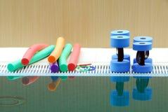 Aquaaerobic wyposażenie dla zabawy, trening i lekci w dopłynięciu, Zdjęcia Royalty Free