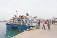 Aquabus arrive dans le port Images libres de droits