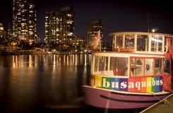 Aquabus på natten Fotografering för Bildbyråer
