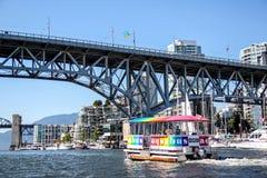 Aquabus prom Zbliża się Granville wyspy most Fotografia Royalty Free