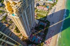 Aqualina住所晴朗的小岛的空中图象使佛罗里达靠岸 图库摄影