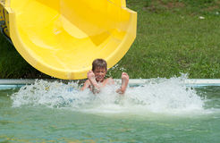 aquapark αγόρι Στοκ φωτογραφία με δικαίωμα ελεύθερης χρήσης