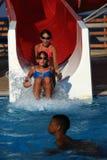 aquapark τα παιδιά γλιστρούν το ύδωρ Στοκ Φωτογραφία