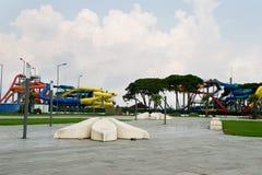 Aquapark, lugar público moderno para el asiento Fotos de archivo