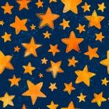 Aquarela alaranjada estrelas pintadas no fundo azul Imagens de Stock