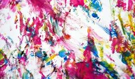 A aquarela brilhante vívida azul vermelha do ouro branco do rosa pinta o fundo, a textura e cursos abstratos acrílicos da escova fotos de stock