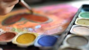 A aquarela de pintura no papel, arte, crianças tira o coração video estoque