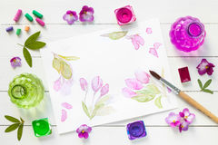 A aquarela pinta, escovas, pastéis e esboço Imagens de Stock