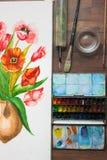 Aquarell blüht und stellte von Maler ` s Werkzeugen ein Stockbild