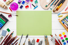 Aquarell malt, Bürsten für das Malen, Bleistifte, Pastellzeichenstift Lizenzfreies Stockbild