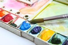 Aquarell-Palette und Malerpinsel Lizenzfreies Stockfoto