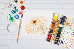 Aquarell-Skizze von Lily Flower And Paints Lizenzfreie Stockbilder