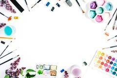 Aquarell und Bürsten am weißen Hintergrund Lizenzfreies Stockfoto