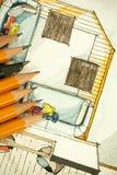Aquarell und schwarze Tintenhandzeichenmalerei des flachen Grundrisswohnzimmers der Wohnung mit vielen scharfen Bleistiften Lizenzfreies Stockbild