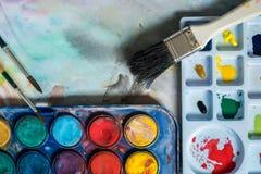 Aquarelle et pinceau Photographie stock libre de droits