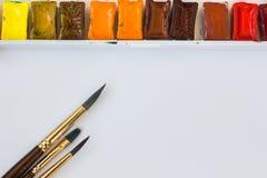 Aquarelle und Pinsel Lizenzfreies Stockfoto