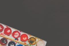 Aquarellfarben in einem Kasten Stockfotografie