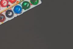 Aquarellfarben in einem Kasten Stockbilder