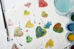Aquarellherzen von verschiedenen Farben Stockfotografie