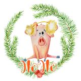 Aquarellkarte der frohen Weihnachten mit nettem lustigem Schwein im Kiefernniederlassungskranz und im beschriften Zitat Ho Ho lizenzfreie stockfotografie