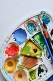 Aquarellkleuren in Palet Stock Fotografie