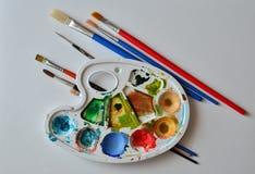 Aquarellkleuren in Pallete Stock Foto's