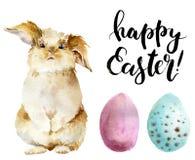 Aquarellostern-Satz Handgemaltes Häschen, farbige Eier und glückliche Ostern-Beschriftung lokalisiert auf weißem Hintergrund lizenzfreie abbildung