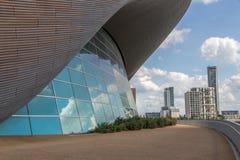 Aquaticsna centrerar, gör till drottning Elizabeth Olympic Park royaltyfri fotografi
