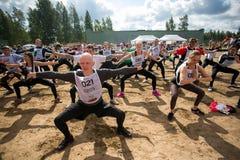 Aquecimento dos povos antes do jogo militar da competição do esporte Fotos de Stock Royalty Free