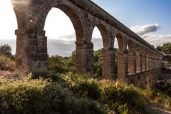 Aquedotto romano antico a Tarragona, Spagna, tramonto Fotografia Stock Libera da Diritti