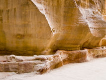Aqueduc de Nabatean dans PETRA, Jordanie Photos stock
