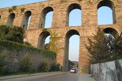 Aqueduc historique de Kemerburgaz à Istanbul images libres de droits