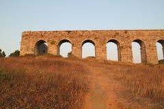 Aqueduc historique de Kemerburgaz à Istanbul photos stock