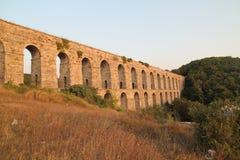 Aqueduc historique de Kemerburgaz à Istanbul image libre de droits