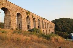 Aqueduc historique de Kemerburgaz à Istanbul photos libres de droits