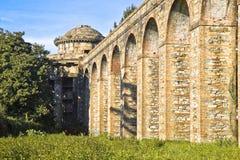 Aqueduc romain images stock