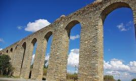 Aqueduc romain antique à Evora. photos stock