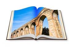 Aqueduc romain dans la ville italienne de Lucques photos stock