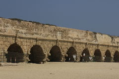 Aqueduto antigo em Caesarea Maritima Foto de Stock