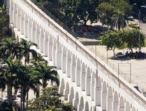 Aqueduto de Carioca em Rio de janeiro Sabido como arcos de Lapa imagem de stock royalty free