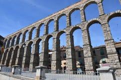 Aqueduto de Segovia do colosso em um tiro frontal Curso da história da arquitetura fotografia de stock royalty free