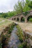 Aqueduto hace a Mosteiro de Pombeiro Imagenes de archivo